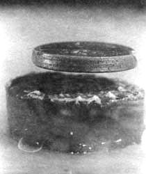 Resultado de imagen de El imán de neodimio flota gracias a su superconductividad.